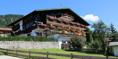 Ausenansicht-Garten-Deva-Hotel-Sonnleiten-Reit-im-Winkl.jpg