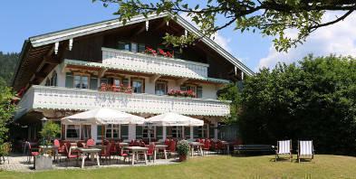 Aussen-Garten-Panorama-Villa-Mittermaier-Reit-im-Winkl.JPG