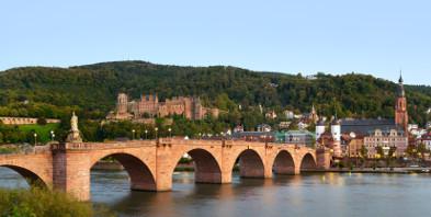 Baden-Wuerttemberg-Heidelberg-Neckar-Rhein-Alter-Bruecke-shutterstock-84651190-gimp.jpg