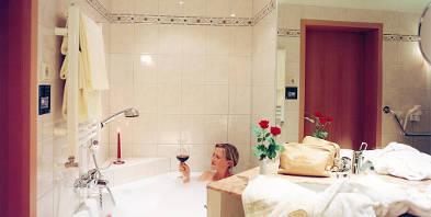 Badezimmer-Axxon-Hotel-Brandenburg-Havelland.jpg