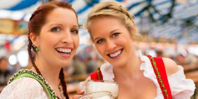 Bayern-Muenchen-Oktoberfest-Dirndl-Spass-Bier-Freundinnen.jpg