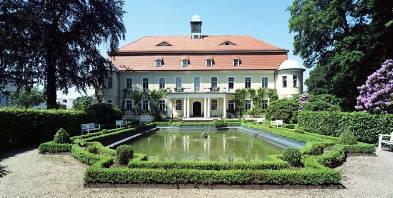 Hotel-Schloss-Schweinsburg-Aussen-Park-Teich-Neukirchen-Zwickau.jpg