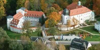 Hotel-Schloss-Schweinsburg-Luftaufnahme-Schloss-maerchenhafte-Kurzreise-Neukirchen-Sachsen.jpg