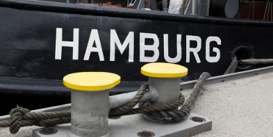 Kurzurlaub-Hamburg-Schiff-Elbe-Hafen-shutterstock_100512004.jpg