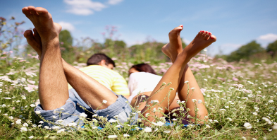 Kuschelliebe-Wiese-liegen-Sonne.jpg