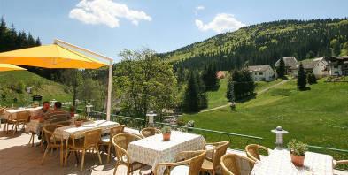 Terasse-Sonne-Schwarzwald-Vital-Hotel-Gruener-Baum.jpg