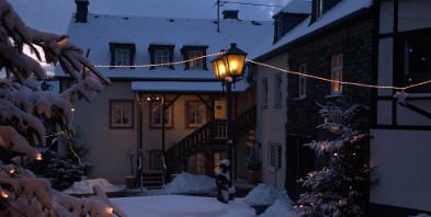 Weingut-Hotel-Platz-Winter-2.jpg